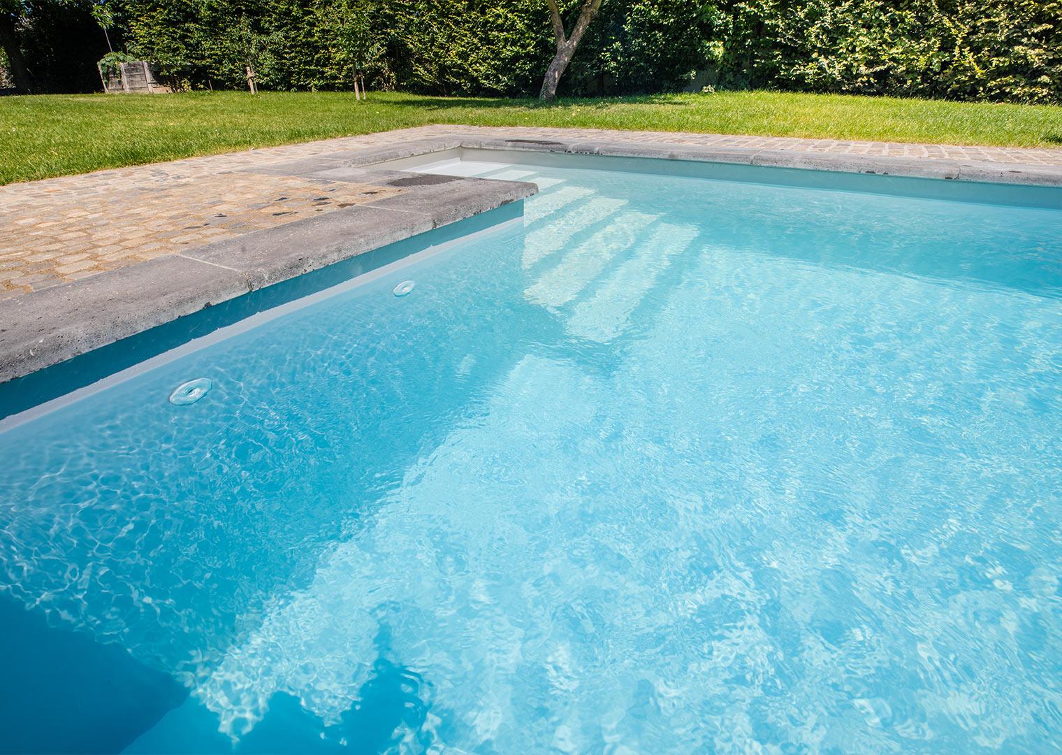 Link zur Bilddatei: roosen_galabau_landschaftsbau_viersen_referenzen_swimmingpool_galerielbild_03