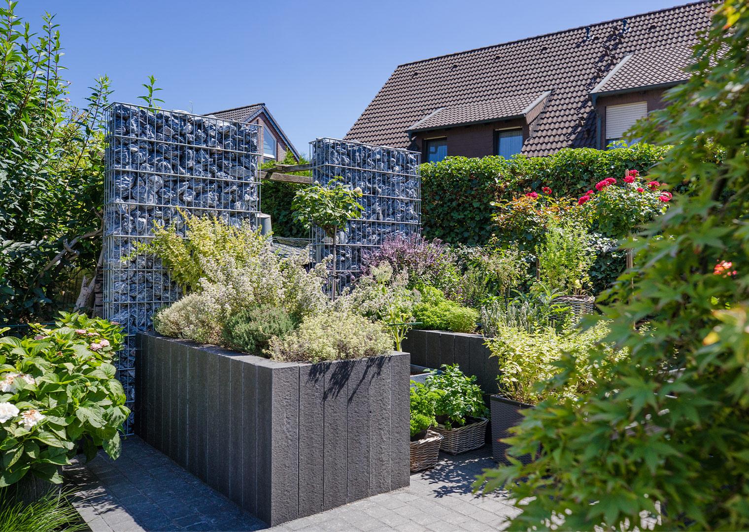 Link zur Bilddatei: roosen_galabau_landschaftsbau_viersen_referenzen_wohnhaus_mit_garten_ (1)